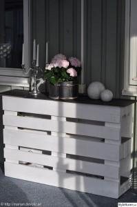 Comptoir ou une table haute avec deux palettes 2