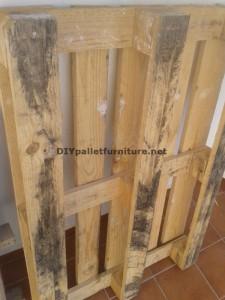 Double table de hauteur pour le salon avec une palette et un verre 1
