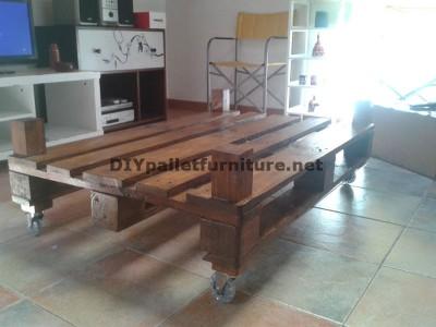 Double table de hauteur pour le salon avec une palette et un verre 4