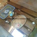 Double table de hauteur pour le salon avec une palette et un verre