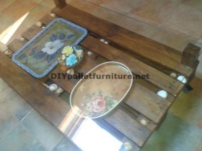 Double table de hauteur pour le salon avec une palette et un verre 5