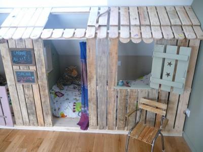 petite maison et chambres coucher avec des palettes pour les enfantsmeuble en palette meuble. Black Bedroom Furniture Sets. Home Design Ideas