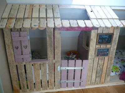 Petite maison et chambres à coucher avec des palettes pour les enfants 4
