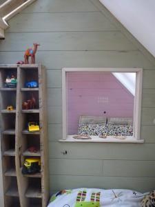Petite maison et chambres à coucher avec des palettes pour les enfants 5