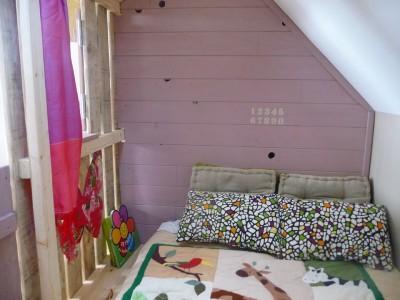 Petite maison et chambres à coucher avec des palettes pour les enfants 7