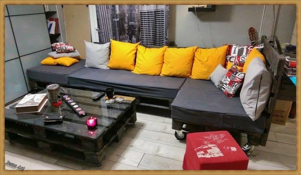 Salon enti rement meubl avec palettesmeuble en palette for Canape en palette avec dossier