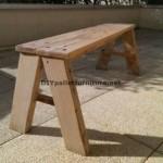 Simple banc avec planches de palettes pour votre jardin
