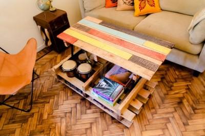 Soulevez table basse avec des palettes 1