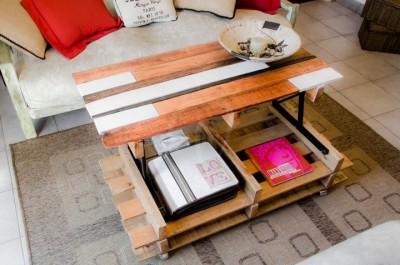 Soulevez table basse avec des palettes 3