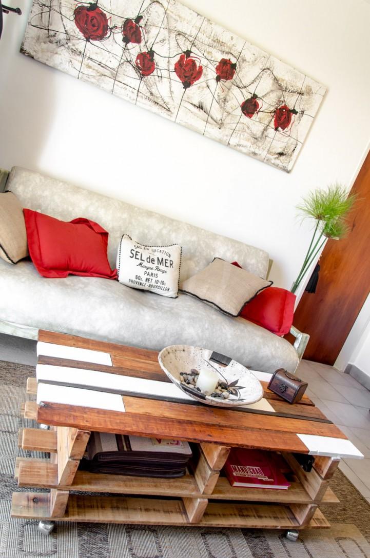 soulevez table basse avec des palettes 4meuble en palette meuble en palette. Black Bedroom Furniture Sets. Home Design Ideas