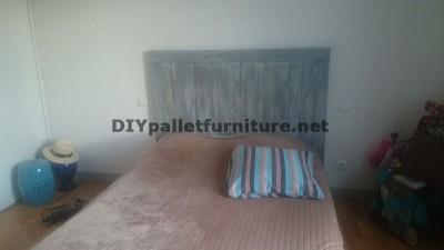 Tête de lit avec planches de palettes 1