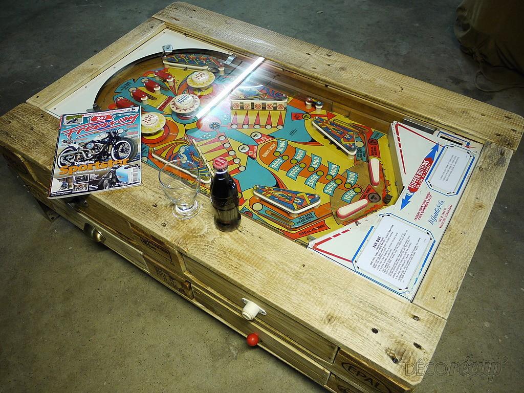 Table Basse Avec Flipper Int Gr E Construite Avec Des Palettes 3meuble En Palette Meuble En