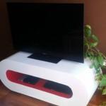 Table design pour la télévision faite avec planches de palettes