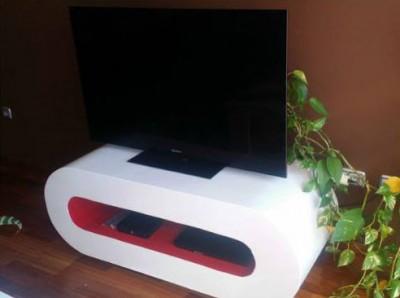Table design pour la télévision faite avec planches de palettes 1