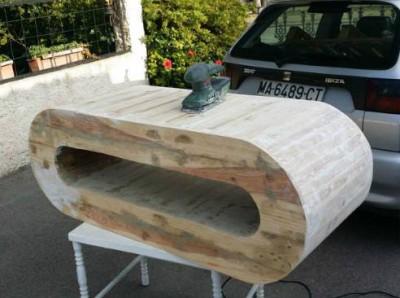 Table design pour la télévision faite avec planches de ...