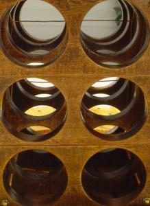 Table faite avec une bobine pour les amateurs de vin 6