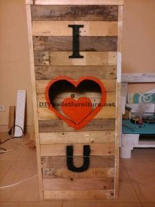 Valentine lampe faite avec palettes 4