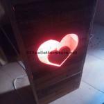 Valentine lampe faite avec palettes