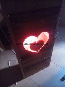 Valentine lampe faite avec palettes 6