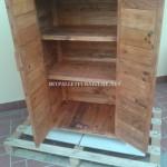 2 armoires construites avec planches de palettes