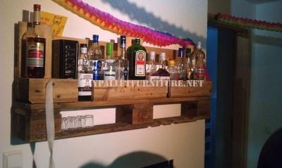 Bar tag re avec juste une palettemeuble en palette - Fabriquer un bar en palette ...