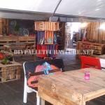Bar décoré avec des meubles de palettes