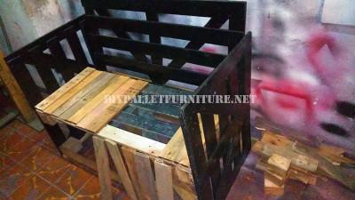 Canapé construit avec une boîte de bois recyclé 4
