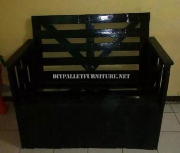 Canapé construit avec une boîte de bois recyclé 5