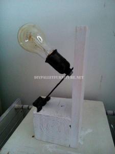 Lampes de chevet faites avec des palettes 6