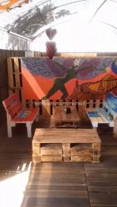 Bar décoré avec des meubles de palettes 4