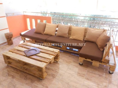 canap de terrasse faite avec palettesmeuble en palette meuble en palette. Black Bedroom Furniture Sets. Home Design Ideas