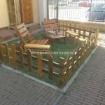 Ensemble de mobilier d'extérieur pour le jardin construit en utilisant les palettes