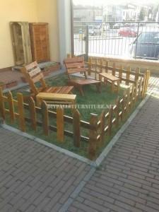 Ensemble de mobilier d'extérieur pour le jardin construit en utilisant les palettes 1