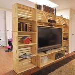 Meuble TV construit avec des boîtes de fruits