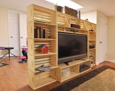 Meuble TV construit avec des boîtes de fruits 1