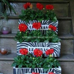 Petits jardinières décoratifs construits avec des planches de palettes 1