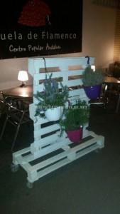 Support vertical pour les jardinières avec palettes 2