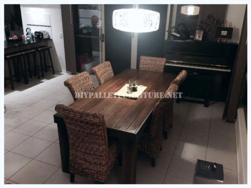 table manger base de palettesmeuble en palette. Black Bedroom Furniture Sets. Home Design Ideas