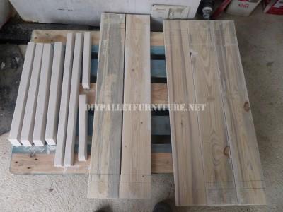 Table avec des bancs intégrés en palettes planches 2