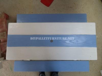 Table avec des bancs intégrés en palettes planches 7