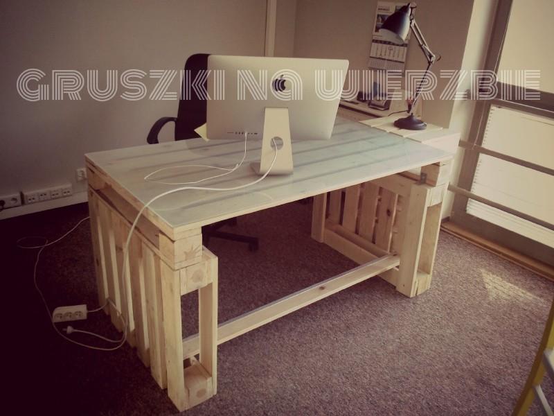 3 palettes sont suffisants pour construire un bureau pur le ordinateurmeuble en palette meuble. Black Bedroom Furniture Sets. Home Design Ideas