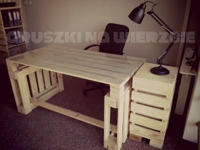 3 palettes sont suffisants pour construire un bureau pur le ordinateurmeuble - Faire un bureau en bois ...