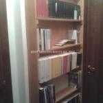 Bibliothèque avec planches de palettes
