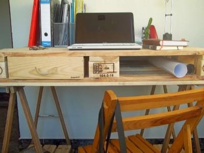 Bureau fabriqué à partir d'une palette et 2 tréteaux de table 4