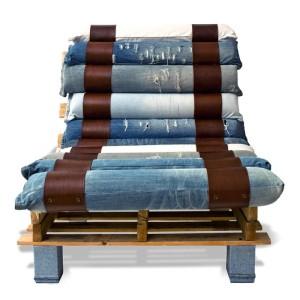 Fauteuil fait avec des palettes et des jeans recyclés 4