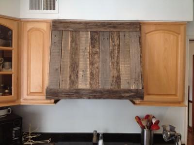 Hotte de cuisine faite de planches de palettes