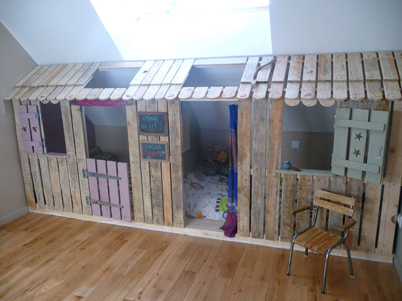 petite maison et chambres coucher avec des palettes pour les enfants 1meuble en palette. Black Bedroom Furniture Sets. Home Design Ideas