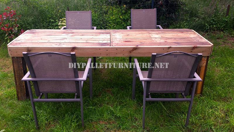Table de jardin fait avec palettesmeuble en palette meuble en palette for Construire table de jardin en bois