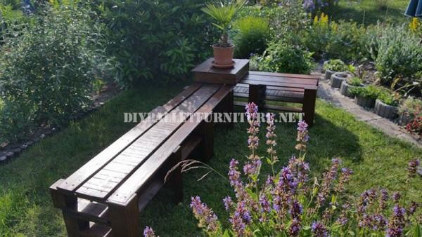 Banc de coin pour le jardin avec des palettes 6