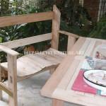 Belle banc construit avec palettes planches